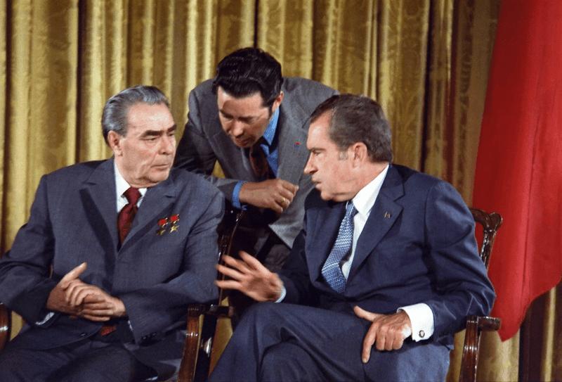 Виктор Суходрев с Брежневым и Никсоном